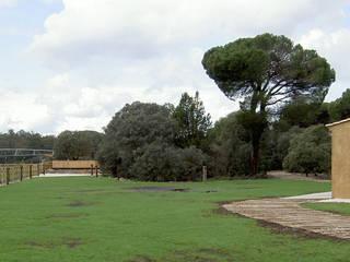 Montebayón Recreational Property Ignacio Quemada Arquitectos Taman Modern Beige