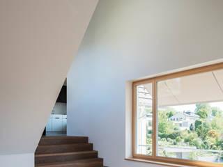 Modern Corridor, Hallway and Staircase by Schneider Gmür Architekten Modern