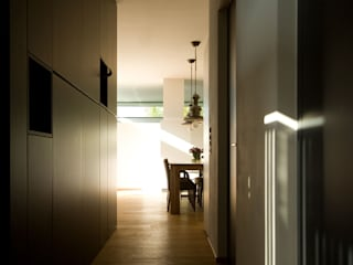 Modern Corridor, Hallway and Staircase by benjamin miatto Architektur+Gestaltung Modern