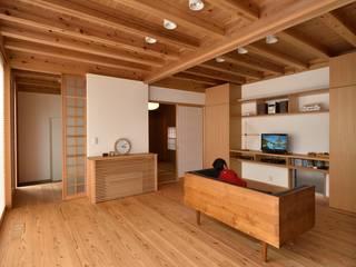Projekty,  Salon zaprojektowane przez 株式会社松井郁夫建築設計事務所, Nowoczesny
