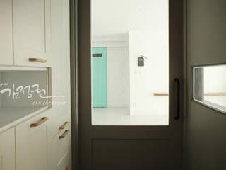 김정권디자이너 Ingresso, Corridoio & Scale in stile moderno Marmo Grigio