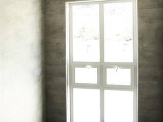 Ingresso, Corridoio & Scale in stile moderno di 미루디자인 Moderno