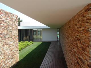 Pátio interior: Jardins de Inverno  por A.As, Arquitectos Associados, Lda