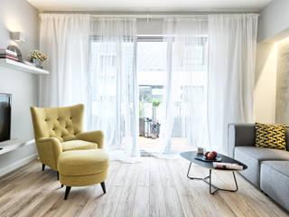 MIESZKANIE POKAZOWE NA OŁTASZYNIE Skandynawski salon od Q2Design Skandynawski