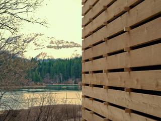 Stapelhaus | unten der See, oben der Berg:  Terrasse von HARDDECOR ARCHITEKTUR