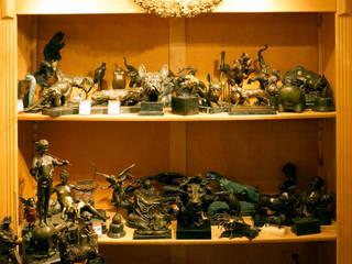Showroom - Art Bronze Sculptures: modern  by Kunst & Ambiente - Bronzefiguren / Skulpturen Manufaktur, Modern