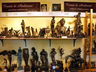 Showroom - Art Bronze Sculptures: minimalist  by Kunst & Ambiente - Bronzefiguren / Skulpturen Manufaktur, Minimalist