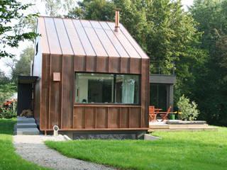 Casas de estilo moderno por hicker architekten