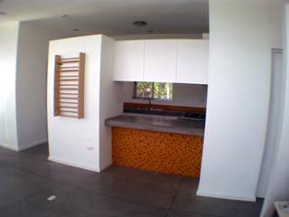 廚房 by Moya-Arquitectos, 現代風