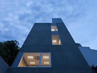 Moderne Häuser von SMF Arquitectos / Juan Martín Flores, Enrique Speroni, Gabriel Martinez Modern