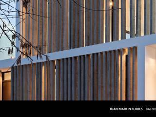 Modern houses by SMF Arquitectos / Juan Martín Flores, Enrique Speroni, Gabriel Martinez Modern