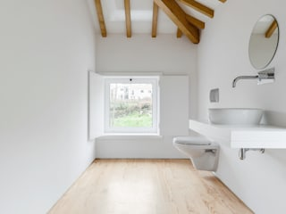 Volume da instalação sanitária: Casas de banho  por Corpo Atelier