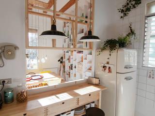 Sala da pranzo moderna di degoma Moderno