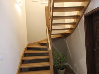 Pasillos, vestíbulos y escaleras modernos de Architektura Wnętrz Magdalena Sidor Moderno