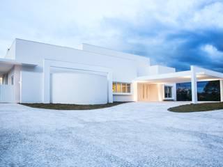 Casas de estilo moderno de Claudia Pereira Arquitetura Moderno