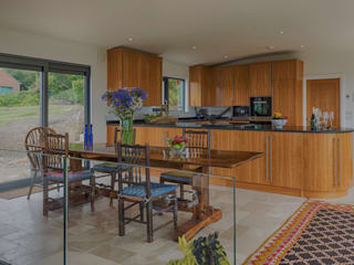 Isle of Wight Golden Oak Kitchen designed and Made by Tim Wood Cocinas de estilo moderno de Tim Wood Limited Moderno