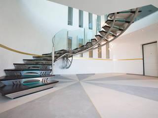 Scala centro direzionale:  in stile industriale di fasedesign, Industrial