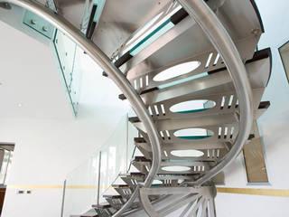 Scala centro direzionale:  in stile  di fasedesign