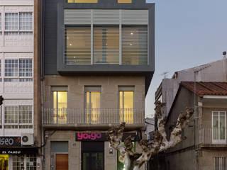 rehabilitación integral en Cangas: Casas de estilo moderno de rodríguez + pintos   arquitectos