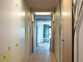 Modern Corridor, Hallway and Staircase by deco chata Modern