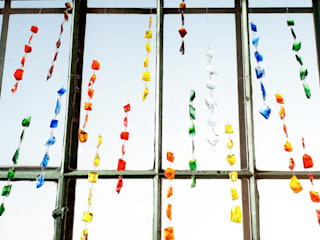 Glasbrockenkette: moderne Fenster & Tür von GlasKunstStudio