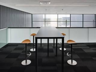 Cafetería: Estudios y despachos de estilo moderno de Rubén Perdomo