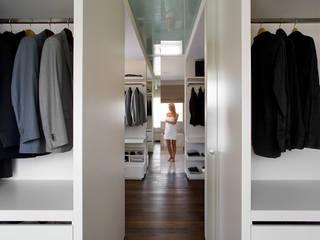 Closets minimalistas por Bartek Włodarczyk Architekt