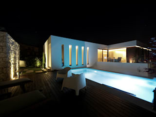 Casa em Guimarães: Piscinas  por 3H _ Hugo Igrejas Arquitectos, Lda,Minimalista