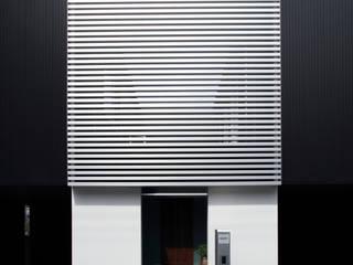 higashino house: 髙岡建築研究室が手掛けた家です。,モダン