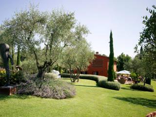 Arte e paesaggio sulle colline toscane Giardino in stile mediterraneo di Giuseppe Lunardini Architetto del Paesaggio Mediterraneo