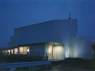 株式会社 高井義和建築設計事務所 Casas de estilo moderno Madera Blanco