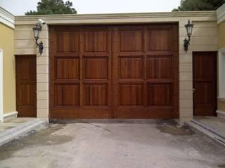 Puertas y ventanas de estilo  por Klasik Ferforje