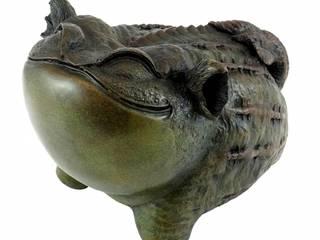 Lustige chinesische Bronze-Kröte - signiert von Milo:   by Art Bronze Sculptures