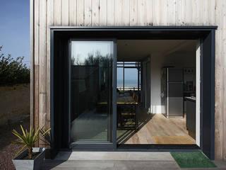 Maison de Vacances Ver/Mer Natacha Goudchaux Architecte d'interieur Balcon, Veranda & Terrasse modernes
