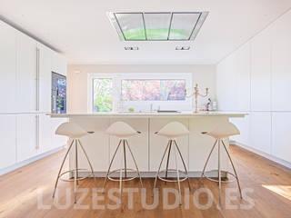 Fotografía de interiores para Tarimas de Autor en Monte Alina: Comedores de estilo moderno de Luzestudio Fotografía