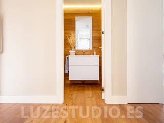Fotografía de interiores para Tarimas de Autor en Monte Alina: Baños de estilo moderno de Luzestudio Fotografía
