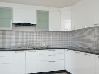 Kitchen With MDF finish:   by Arka Interio