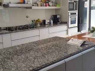 Cocinas de estilo moderno de CASA LEIRO Moderno