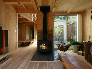 アトリエグローカル一級建築士事務所 Livings de estilo