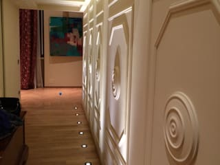 Couloir, entrée, escaliers originaux par Architetto Alboini Maria Gabriella Éclectique