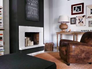 Proyecto de interiorismo residencial en Marbella: Salones de estilo  de Estudio Reverso