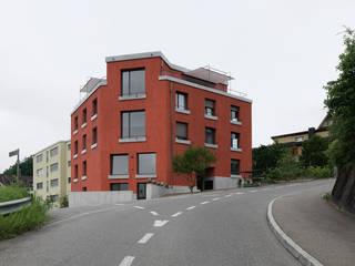 1: moderne Häuser von JOM Architekten