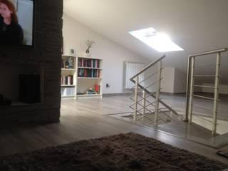Appartamento privato: Pareti in stile  di Fourmat di Borasca Fabrizio