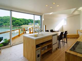 Cocinas de estilo moderno de 関建築設計室 / SEKI ARCHITECTURE & DESIGN ROOM Moderno