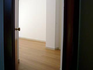 Moderne gangen, hallen & trappenhuizen van Nicola Sacco Architetto Modern