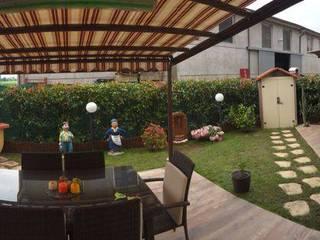 Jardines de estilo moderno de Benuzzi srl Moderno