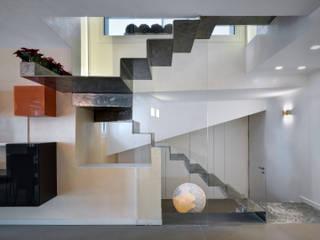 Casa RG Case moderne di es-arch Moderno