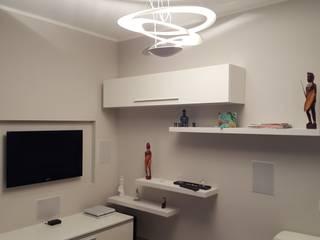 Ristrutturazione appartamento Italy: Soggiorno in stile in stile Moderno di ARCHITECNO