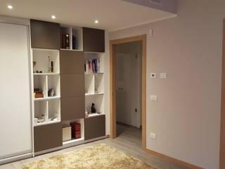 Ristrutturazione appartamento Italy: Ingresso & Corridoio in stile  di ARCHITECNO