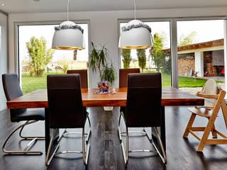 Salas de estilo minimalista de hilzinger GmbH - Fenster + Türen Minimalista